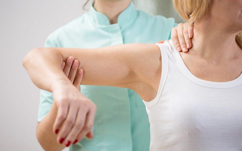 біль у плечі